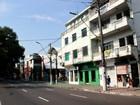 Trio assalta clientes e funcionários em salão de beleza no Centro de Manaus
