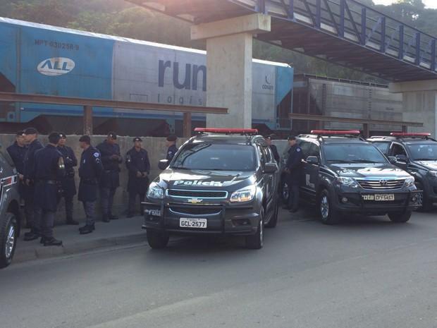 Rota participa de operação na Vila Esperança, em Cubatão (Foto: Solange Freitas/TV Tribuna)