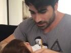 Adriana Sant'Anna mostra Rodrigão brincando com o filho