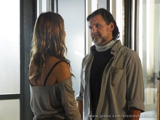 LC procura Paulinha para conversar sobre Lili (Foto: Além do Horizonte/TV Globo)