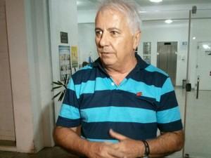 Presidente do sindicato dos funcionários fala em 'carência' no hospital (Foto: Cláudio Nascimento/ TV TEM)