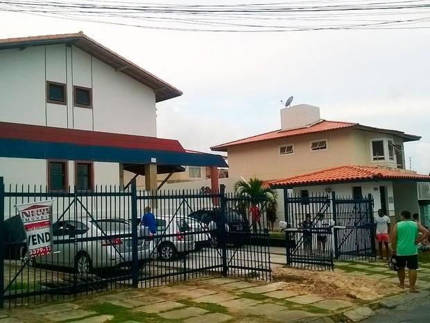 Delegado morre após ser baleado na frente de casa, em Lauro de Freitas (Foto: Henrique Mendes/G1)