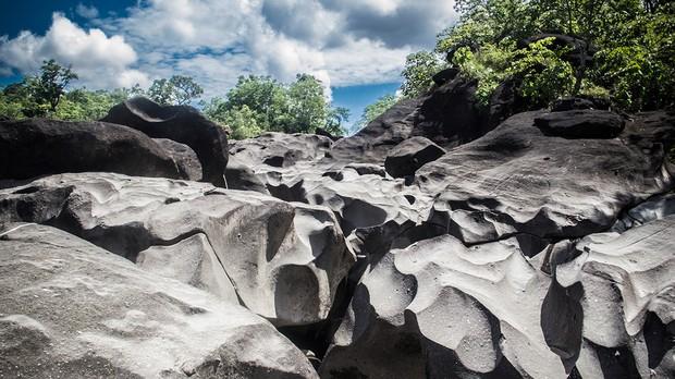 Trilha do Vale da Lua - Parque Nacional da Chapada dos Veadeiros, GO (Foto: Emilia Abreu/Wikimedia Commons)