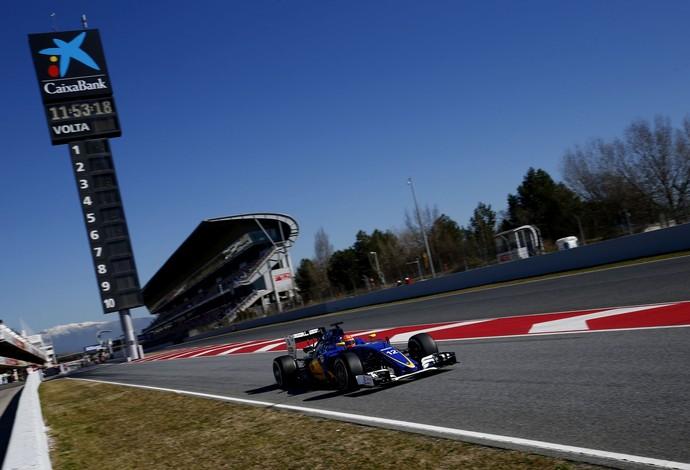 Felipe Nasr em ação nos testes de pré-temporada da Fórmula 1 em Barcelona (Foto: EFE)