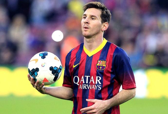 Messi com a bola no jogo do Barcelona (Foto: EFE)