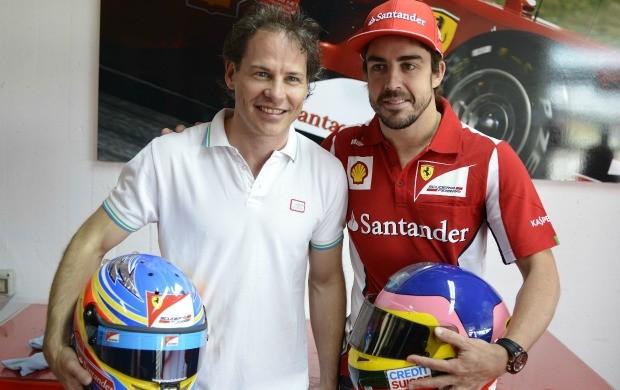 Jacques Villeneuve e Fernando Alonso em evento da Ferrari (Foto: Divulgação /  Ferrari)