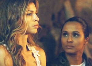 Ester quer que tenentes investiguem a explosão na mina (Foto: Flor do Caribe / TV Globo)