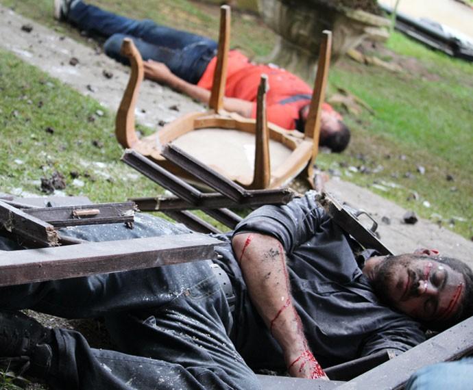 Dante e Juliano são vítimas de explosão (Foto: Bel Bonotto / Gshow)