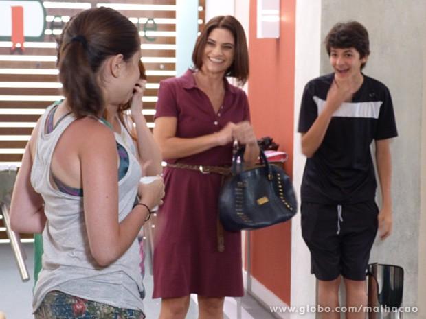 Giovana fica surpresa com o contrato inesperado (Foto: Malhação / TV Globo)