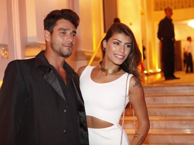 Ex-BBBs Diego Gossi e Franciele Almeida em festa na Zona Sul do Rio (Foto: Isac Luz/ EGO)