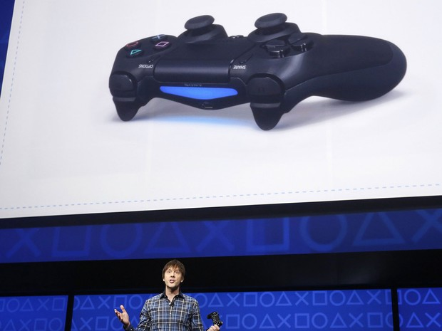 Mark Cerny, arquiteto-chefe do PlayStation 4, fala do novo controle, o DualShock 4 (Foto: Reuters)