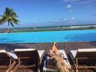 Denise Rocha coloca o bronzeado em dia e posta foto ousada na web