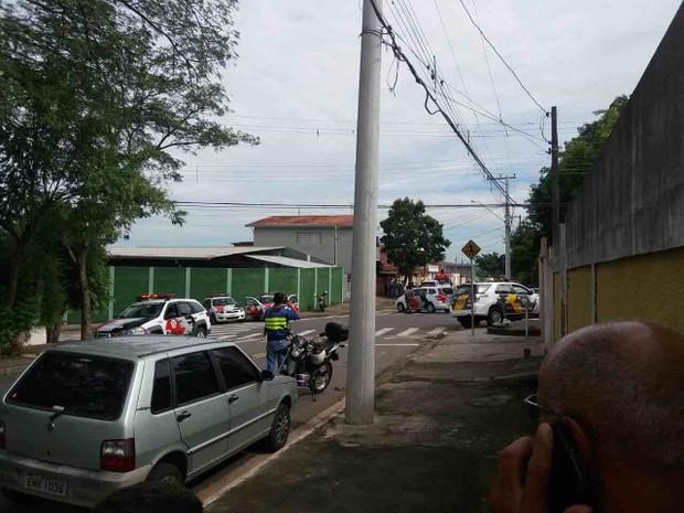 Dono de casa assaltada reagiu e esfaqueou um dos criminosos (Foto: James Fernandes/Vanguarda Repórter)