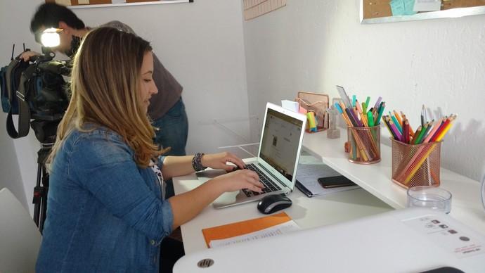 Laís mostrou no Mistura como se organiza para trabalhar em casa (Foto: RBS TV/Divulgação )