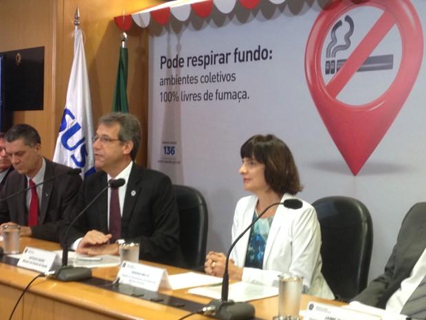 O ministro da Saúde, Arthur Chioro, durante coletiva em Brasília sobre Lei Antifumo (Foto: Natalia Godoy/G1)