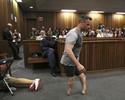Defesa faz Pistorius tirar suas próteses no julgamento; sentença é adiada