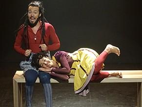 Carol e Pablo intercalam o texto com a interpretação de seis canções (Foto: Divulgação)