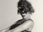 Adriana Birolli posa para ensaio sensual inspirado em mulheres ícones