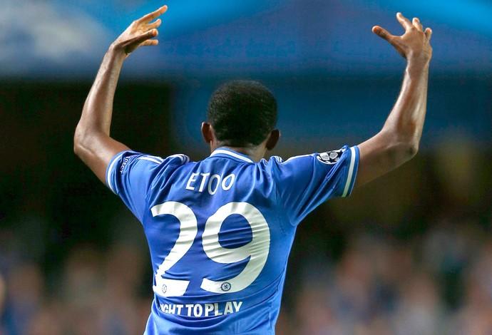 Etoo comemoração Chelsea contra Schalke Liga dos Campeões (Foto: Reuters)