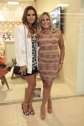 Mariana Rios e Susana Vieira em inauguração de salão de beleza no Rio (Foto: Isac Luz / EGO)