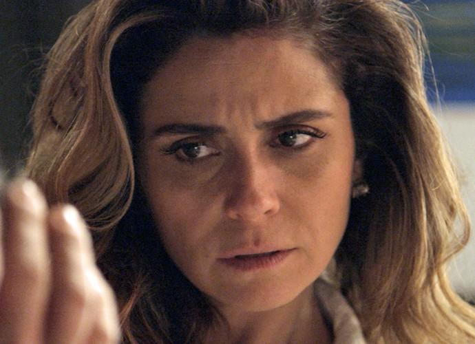 Atena acompanha a linha de raciocínio de Romero (Foto: TV Globo)