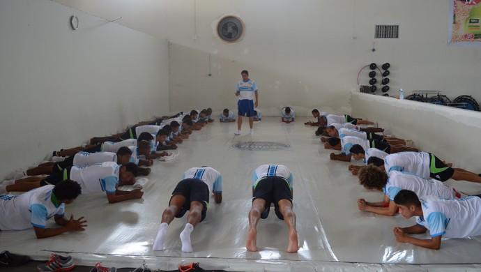 Ji-Paraná segue rotina pesada de treina para tentar apagar a má impressão do jogo contra o Pimentense (Foto: Roger Henrique)