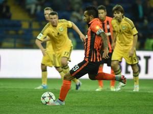 Em cobrança de pênalti, gol de Alex Teixeira (Foto: Reprodução)