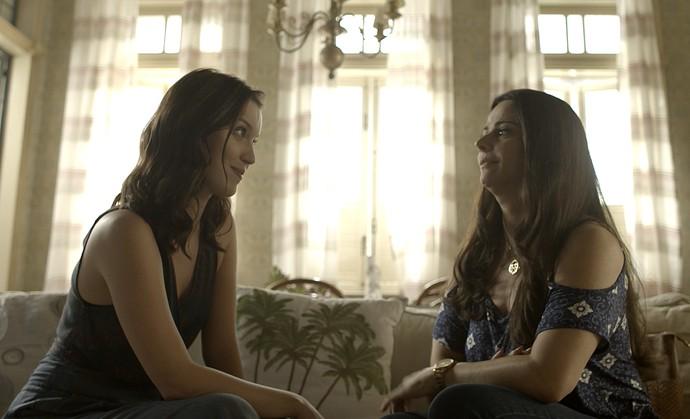 Júlia conta toda a verdade para Edith (Foto: TV Globo)