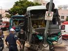 Acidente entre dois ônibus deixa mortos e feridos no Centro de BH