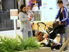 Preta Gil passeia com a nora e a netinha em shopping do Rio