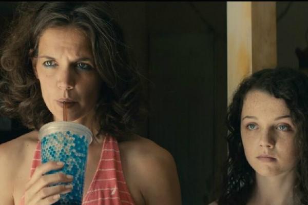 Katie Holmes e Stefania LaVie Owen em 'All We Had'  (Foto: Divulgação)