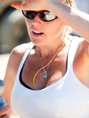 Mulher após corrida demonstrando cansaço (Foto: Getty Images)