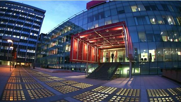 Ranking elogiou Imperial College, onde uma garrafa de água comestível está em desenvolvimento (Foto: BBC/Reprodução)