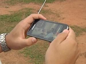 Com sinal digital é possível ver letevisão pelo celular (Foto: Reprodução / TV Tem)