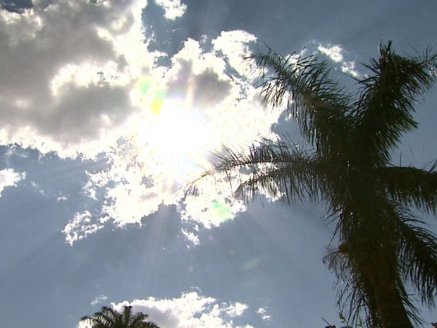 Massa de ar seco estacionada na região centro-sul impede a formação de nuvens no sudeste (Foto: Reprodução/EPTV)