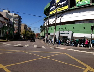 Coritiba fila ingressos Couto Pereira (Foto: Gabriel Hamilko)