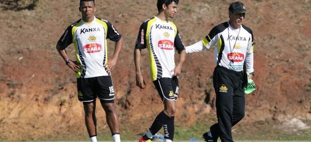Zé Carlos, Lucca e técnico Paulo Comelli em treino do Criciúma (Foto: Fernando Ribeiro, Divulgação / Criciúma EC)