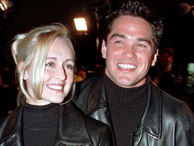 Mindy McCready e seu então namorado Dean Cain (o Super-homem de 'Lois e Clark: As novas aventuras do Superman') na pré-estreia do filme 'Pânico 2' em dezembro de 1997 (Foto: Reuters/Fred Prouser/Arquivo)
