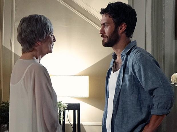 A mãe conta que está sempre por perto (Foto: Amor Eterno Amor/ TV Globo)