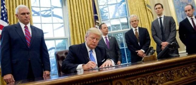 O presidente dos Estados Unidos, Donald Trump, assinou nesta segunda-feira um decreto que retira formalmente os Estados Unidos do acordo comercial Parceria Transpacífico (Foto: Divulgação)
