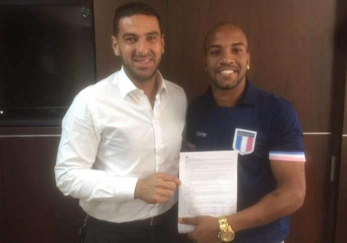 Consultor técnico Estevão Toniato com o atacante David Dener, que renovou contrato com o Espírito Santo (Foto: Divulgação/Arquivo Pessoal)