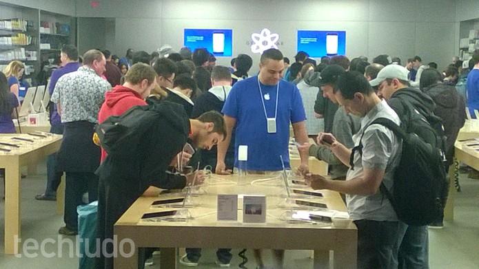 Primeiras pessoas já podem ter acesso aos novos iPhones (Foto: Elson de Souza/TechTudo)
