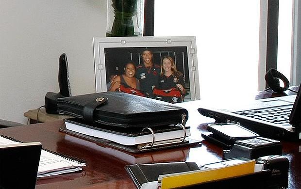 patricia amorim flamengo especial retrato ronaldinho gaúcho na mesa (Foto: Marcelo de Jesus / GLOBOESPORTE.COM)