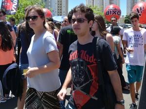Vestibulandos aguardam a abertura dos portões para a 2ª fase da Unicamp (Foto: Clara Rios/G1)