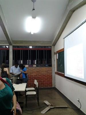Ventilador de teto cai durante aula na Universidade Estadual de Goiás (Foto: Divulgação/Conselho Acadêmico da UEG)