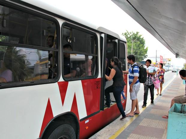 SMTU diz que 70 fiscais estão verificando as garagens de ônibus (Foto: Isis Capistrano/G1 AM)
