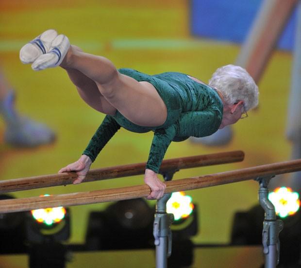 Aos 86 anos, Johanna Quaas segue competindo como ginasta (Foto: Marc Mueller/AFP)