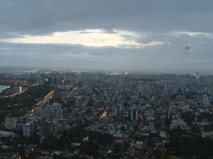 Amanhecer em Porto Alegre (Foto: RBSTV/Reprodução)