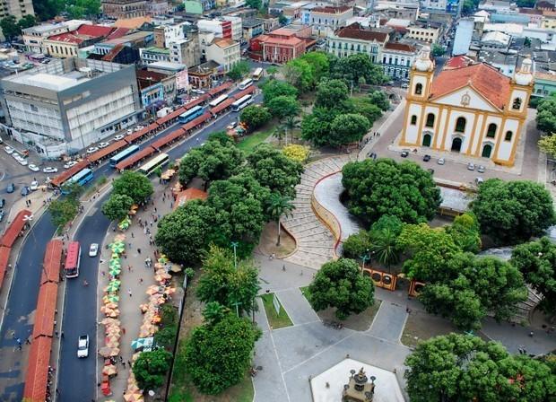 Má infraestrutura do Centro de Manaus está entre as reclamações (Foto: Arquivo/ AVG/ TV Amazonas)