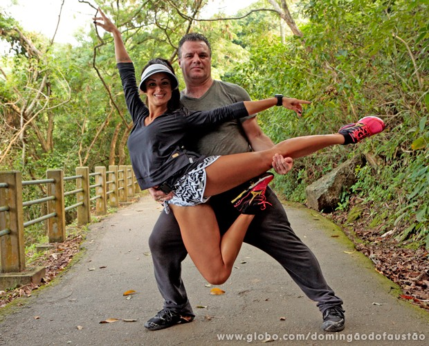 Claro que não podia faltar uma pose de dança, né? (Foto: Domingão do Faustão / TV Globo)